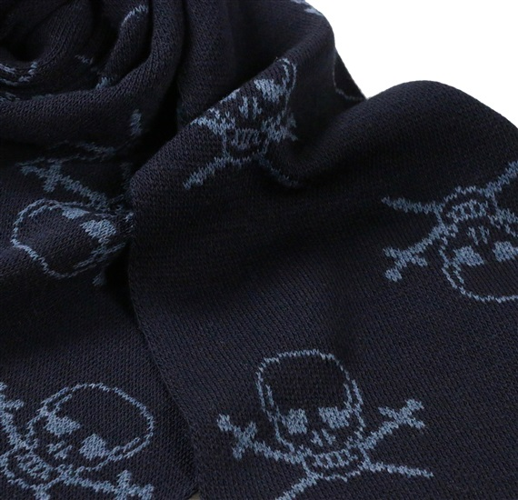 Detail blue scarf with skulls