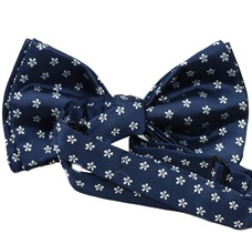 Blue bow tie with daisies reverse